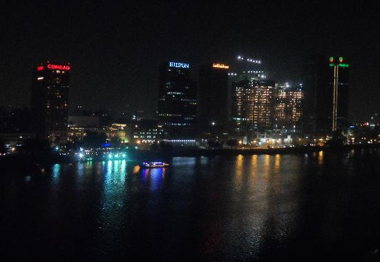 Hilton Cairo Zamalek Residences: Night view of the Nile and central Cairo from our balcony