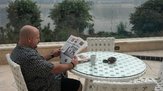 Hilton Cairo Zamalek Residences: That's me, relaxing by the pool catching up on the news.