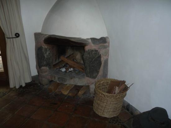 Posada Las Casitas del Arco Iris: Cosy fire in the evenings