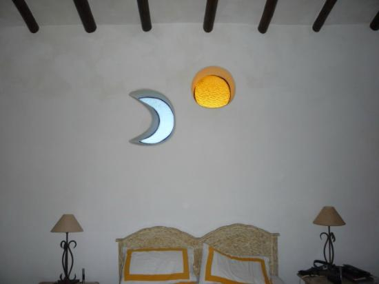 Posada Las Casitas del Arco Iris : Sun and moon windows