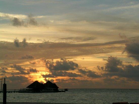 Club Med Kani:                   cielo tramonto