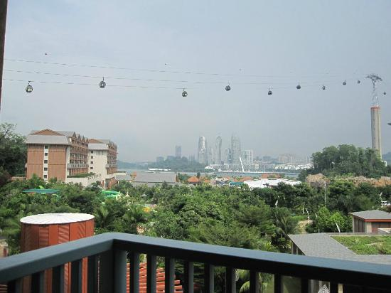 Resorts World Sentosa - Festive Hotel: can see the cable car from the room