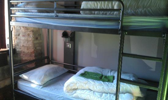 YHA Beverley Friary: 3 bunk dorm