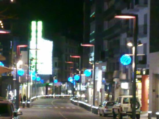 Andorra la Vella, Andorra: Outra rua de comércio
