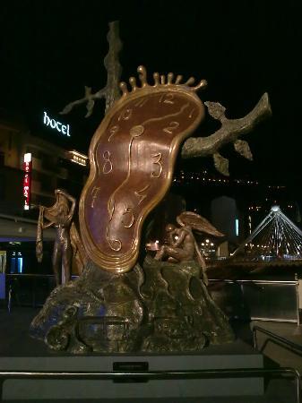 Andorra la Vella, Andorra: Uma estatua de Salvador Dáli