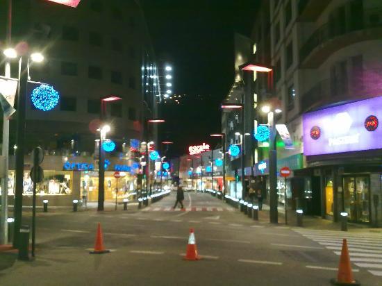 Andorra la Vella, Andorra: Outra rua iluminada