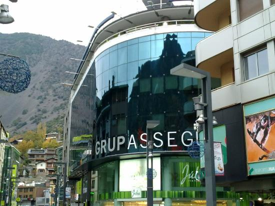 Andorra la Vella, Andorra: Um dos varios centros comerciais