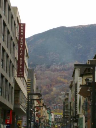 Andorra la Vella, Andorra: A vista para a serra