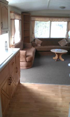 Linnhe Lochside Holidays: Kitchen to living room