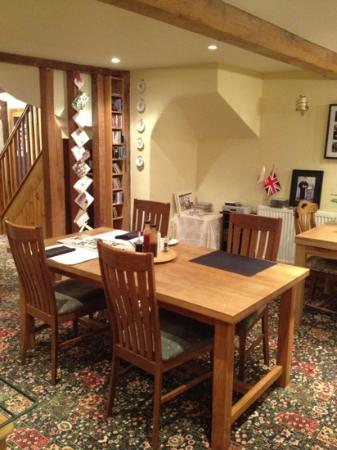 Lowe Farm B&B: breakfast room