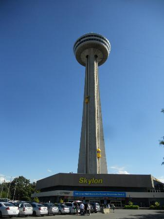 Holiday Inn Niagara Falls - By The Falls: The Skylon Tower next to the Hotel has a great view of the Falls