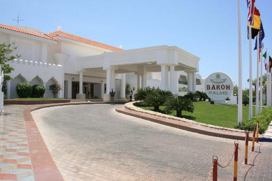 Baron Palms Resort Sharm El Sheikh: Front of the hotel