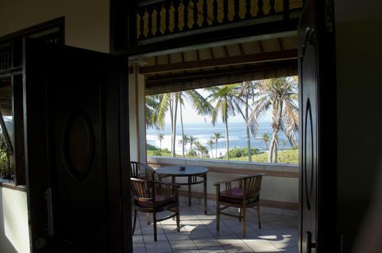 Kubu Balian Beach Bungalows: View out the 2nd floor balcony