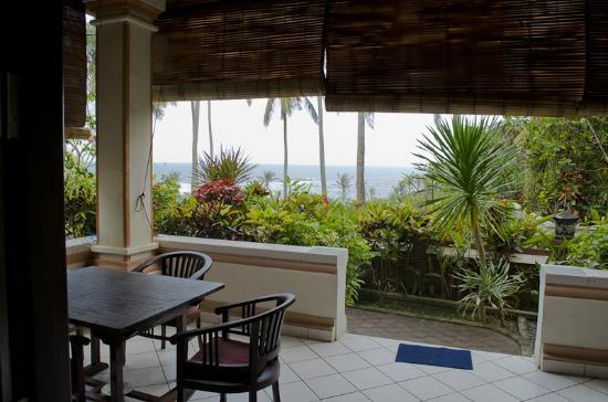Kubu Balian Beach Bungalows: First floor balcony