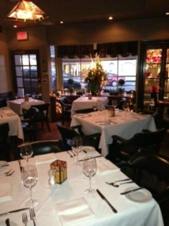 Sweet Waters Steakhouse: Main dining room.