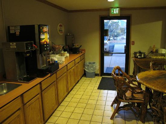 Super 8 Buena Vista: the breakfast counter