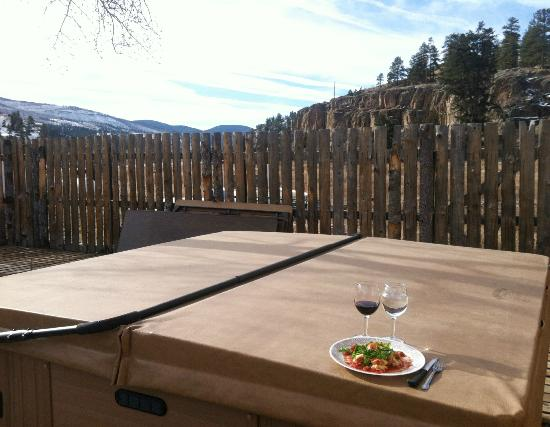Wolf Creek Ski Lodge: View's from the hot tub/bbq deck