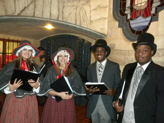 The Mission Inn Hotel and Spa: Carolers in the hotel