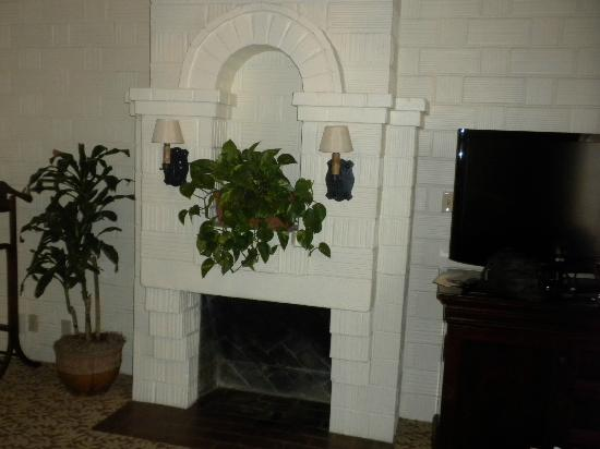 The Mission Inn Hotel and Spa: Non working Fireplace