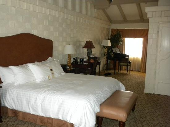 The Mission Inn Hotel and Spa: Big bed