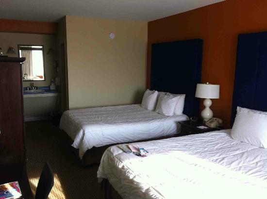 The Thunderbird Inn: lovely rooms - spacious