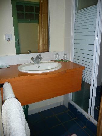 Les Paillottes de Ouenghi: Salle de bain