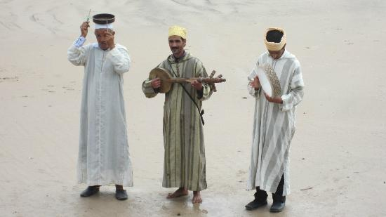 Essaouira Beach: local musicians