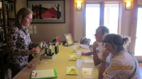 Kiler Ridge Olive Farm: Audrey pours olive oil for my guests