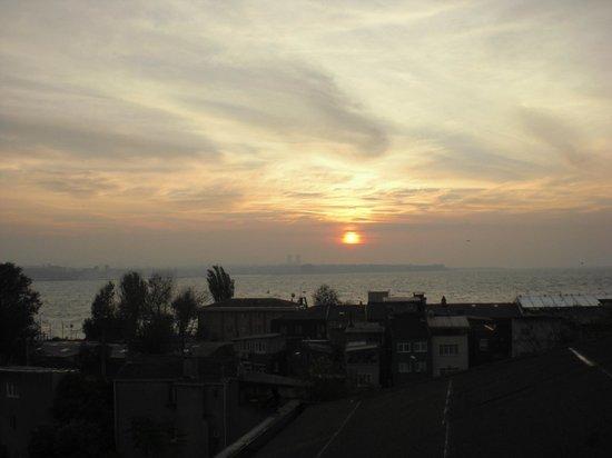 Acra Hotel: Uitzicht op zee