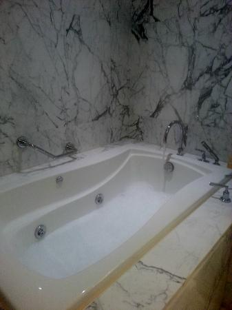 The Sands Macao: bathtub with jacuzzi