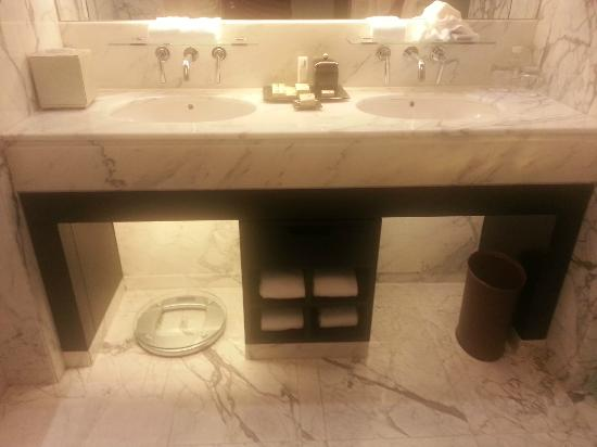 The Sands Macao: Double sink