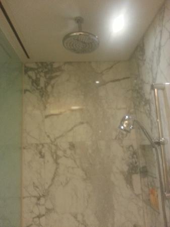 The Sands Macao: Shower...