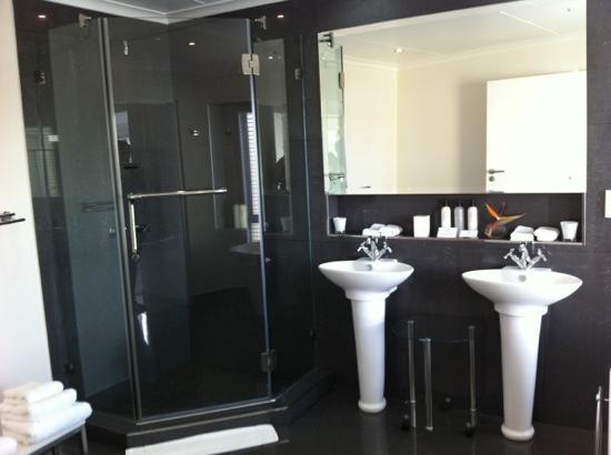 Villa Afrikana Guest Suites: Bad der Gouna Suite