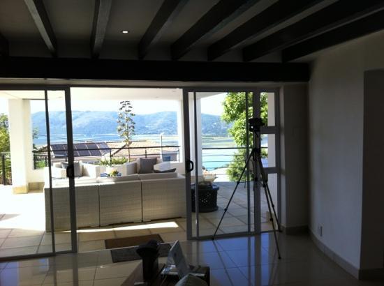 Villa Afrikana Guest Suites: tolle Terrasse läd zum Verweilen ein