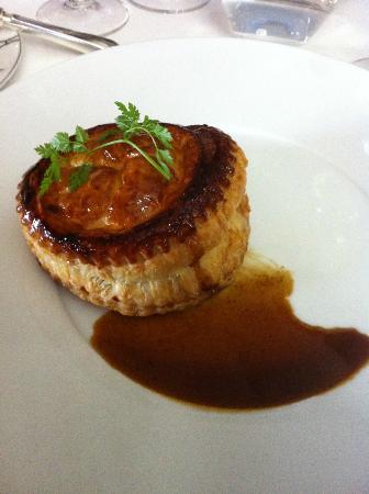 La Table d'Edgard: Tourte chaude de lièvre et foie gras
