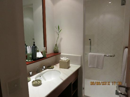 Club Med Cherating Beach: Small bathroom
