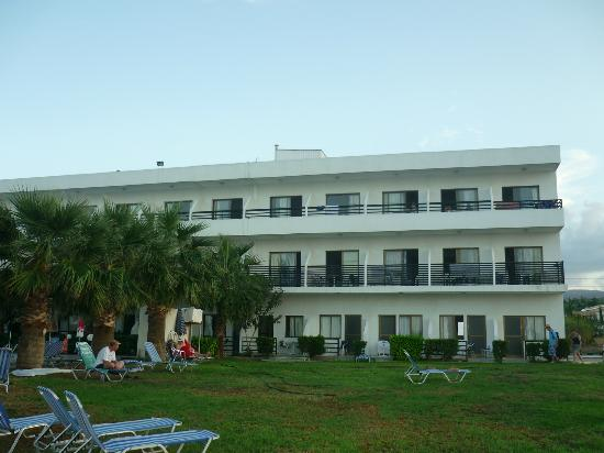 Souli Beach Hotel: Note trees obstructing view from some rooms!
