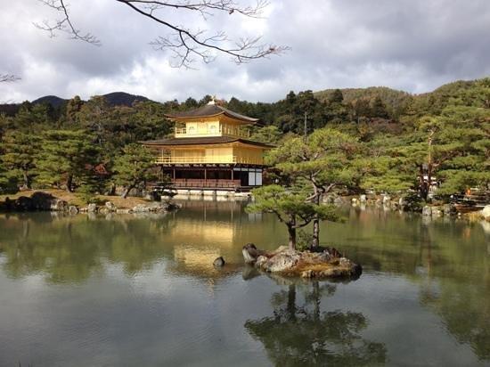Kinkakuji Temple: the golden pavillion