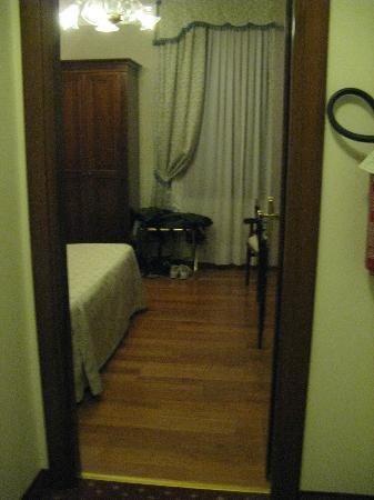 Hotel Ca' d'Oro: entrata camera