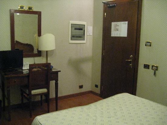 Hotel Ca' d'Oro: porta camera