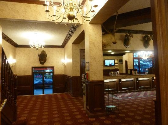 Athabasca Hotel: Lobby Area