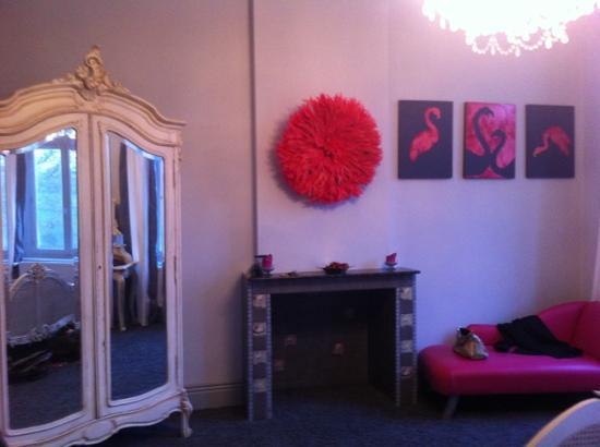 Maison de Plumes: nice big size bedroom