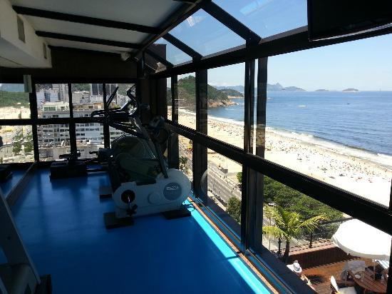 Porto Bay Rio Internacional Hotel: gym overlooking copacabana. what a good way to get fit!