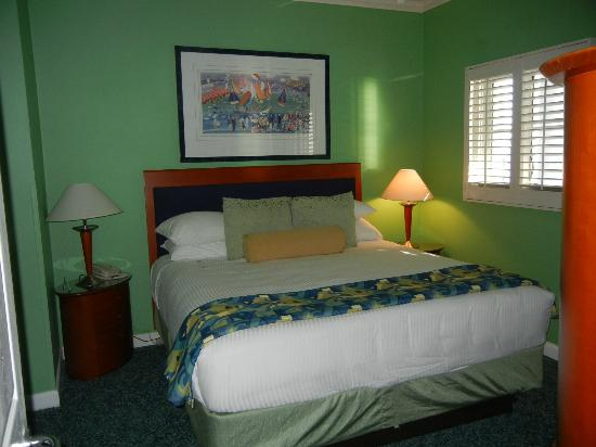 Grand Cayman Beach Suites: bedroom-note window that is on walkway to other rooms