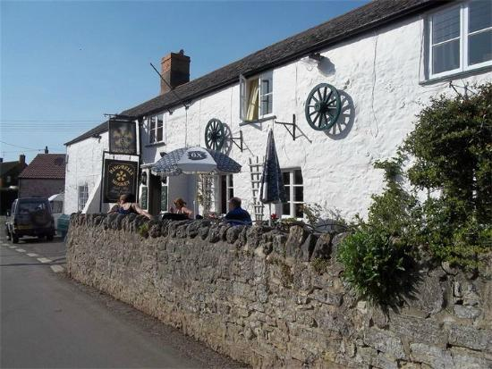 The Ring O'Bells Inn : The RIng O' Bells - a 14th Century Inn in Wookey, Somerset