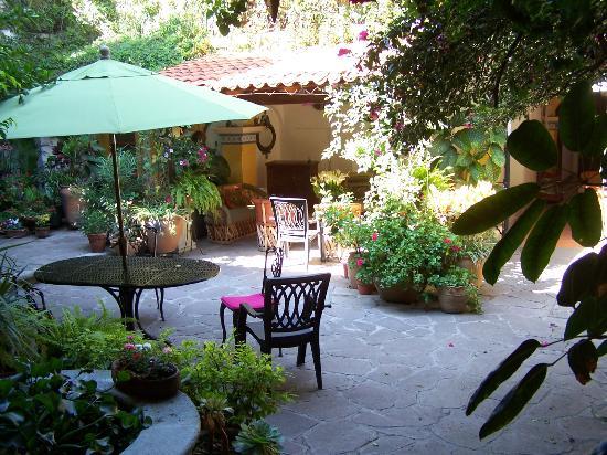 La Casa de Mis Recuerdos B&B: Mis Recuerdos patio area