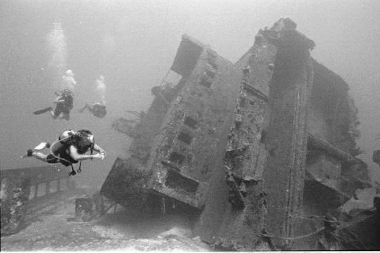 Infinity Bay Spa and Beach Resort: The ship wreck El Aguila...110 feet below