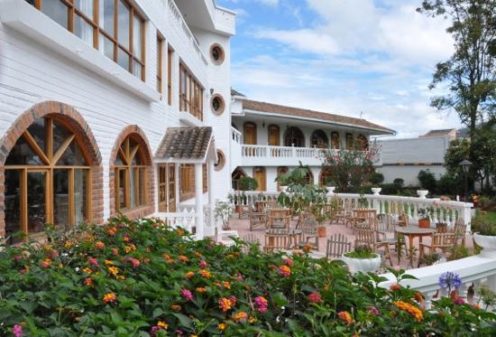 La Posada del Quinde: serene courtyard