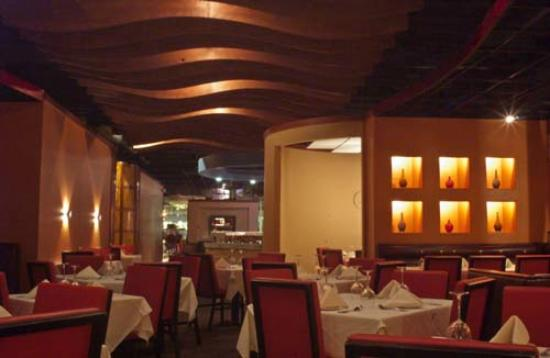 ciao's: Our wave ceiling gives our dining room a tranquil feel.