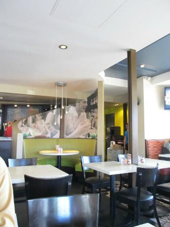 Brixx Pizza: Another inside view